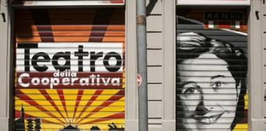 Adesivi 'odio antifascisti' su sede Anpi e teatro della cooperativa, subito rimossi.